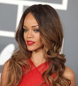 LOS ANGELES - FEB 10: Rihanna kommt zu den Grammy Awards-2013 am 10. Februar 2013 in Los Angele
