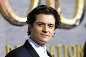 LOS ANGELES - DEC 2: Orlando Bloom at the premiere of Warner Bros' 'The Hobbit: The Desolation of Sm