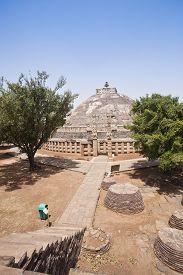 picture of ashoka  - Great Stupa built by Ashoka the Great at Sanchi - JPG