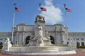 picture of christopher columbus  - Union station with statue of Columbus in Washington DC - JPG