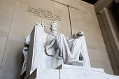 picture of abraham  - Abraham Lincoln statue at the Lincoln memorial in Washington - JPG