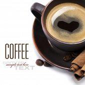 Постер, плакат: Кубок из кофе с сердца изображения на белом фоне с текстом образца