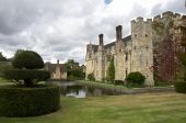 foto of hever  - An English medieval castle in a garden setting - JPG