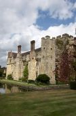 image of hever  - An English medieval castle in a garden setting - JPG