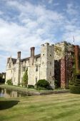 picture of hever  - An English medieval castle in a garden setting - JPG