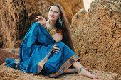 pic of sari  - Beautiful girl in traditional Indian sari on temple background - JPG