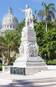 Постер, плакат: Памятник Хосе Марти на Центральный парк Гаваны с Capitol на заднем плане