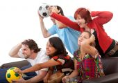 Постер, плакат: Друзья смотреть футбол