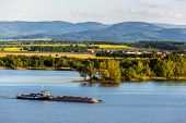 pic of barge  - The barge with the sand on the lake - JPG