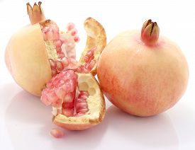 pic of pomegranate  - Pomegranate fruit is eaten as a sweet or sour and sweet pomegranate is a fruit that have health benefits - JPG